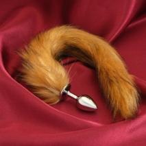 Небольшая анальная втулка с коричневым хвостом