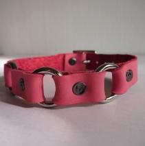Розовый чокер из натуральной кожи с кольцами
